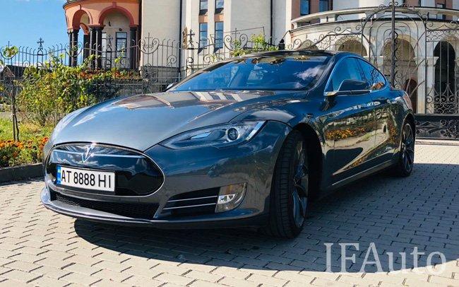 Аренда Tesla Model S на свадьбу Івано-Франківськ